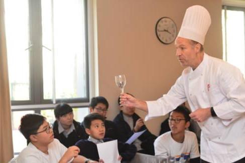 [学校]沪港成长上海宿舍:助力朗读,将国际v学校诗小学生的民办适合图片