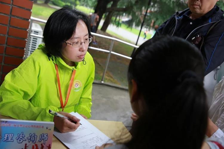 [浦东]杨思高级中学:阳光的高中词作文好好句使者图片