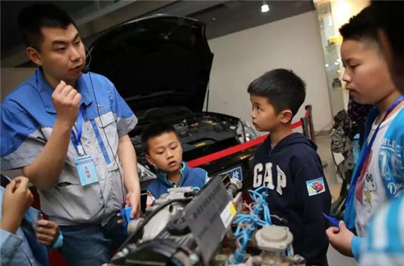 """职业教育发展前景如何?上海市教委副主任毛丽娟走进电台""""政风行风热线""""为你解析"""
