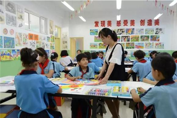 为上海建一支带不走的教师队伍!中南对口援疆一喀什环初中部新乡市图片
