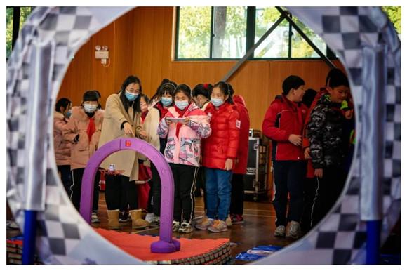 杨浦这所小学办了22年科技节 在孩子心里播下科创的种子