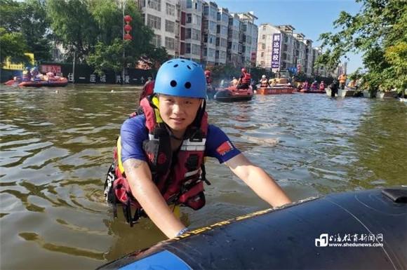 榜样:杉达学子参与蓝天救援队紧急驰援河南卫辉